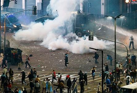 Thất bại của Argentina kéo theo bạo lực bùng phát
