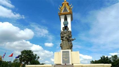 Hai lần thăm tượng đài Quân tình nguyện Việt Nam ở Cam-pu-chia