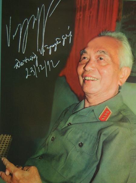 Xuất bản tập ảnh rời đầu tiên về Đại tướng Võ Nguyên Giáp