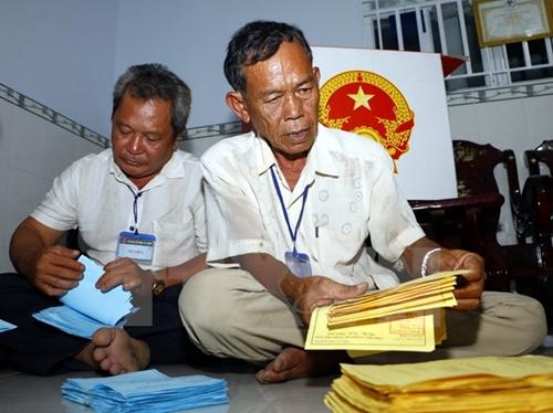 Cuộc bầu cử thành công tốt đẹp, các địa phương khẩn trương kiểm phiếu