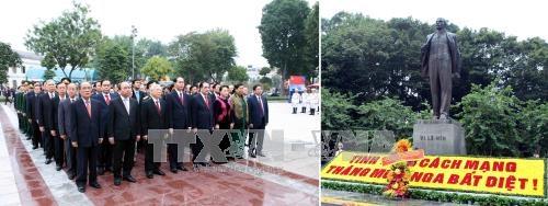 Lãnh đạo Đảng, Nhà nước, thành phố Hà Nội đặt hoa tưởng niệm tại Tượng đài V.I.Lenin