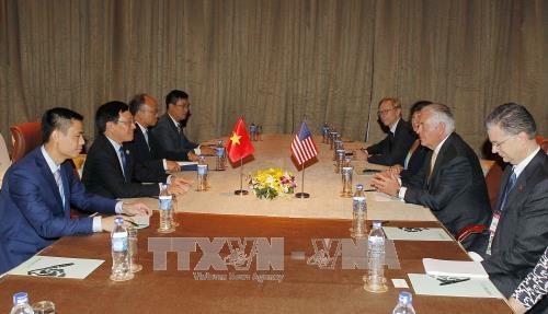 Phó thủ tướng, Bộ trưởng Ngoại giao Phạm Bình Minh gặp Ngoại trưởng Hoa Kỳ Rex Tillerson