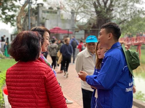"""Ra quân Đội hình tình nguyện """"Tuyên truyền, hỗ trợ du lịch Thăng Long - Hà Nội"""""""