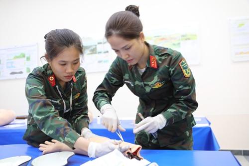 Các bác sĩ quân y Việt Nam gây bất ngờ cho nước chủ nhà
