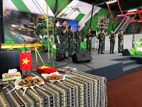 Cuốn hút văn hóa Việt Nam tại Nhà Hữu nghị