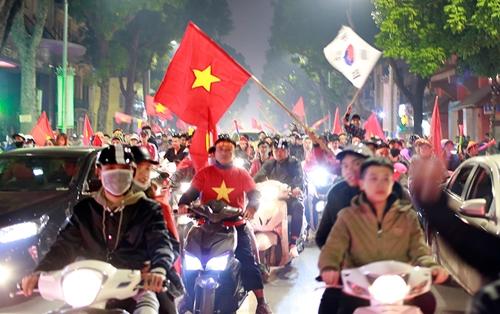 Cả nước ăn mừng với chiến thắng lịch sử của U22 Việt Nam tại SEA Games 30