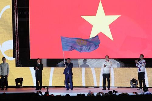 Bế mạc SEA Games 30 và Việt Nam chính thức là chủ nhà của SEA Games 31