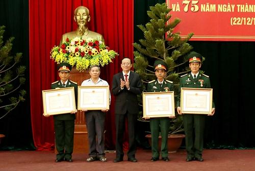 UBND tỉnh Ninh Thuận: Trao Huân chương Bảo vệ Tổ quốc tặng 6 cá nhân xuất sắc