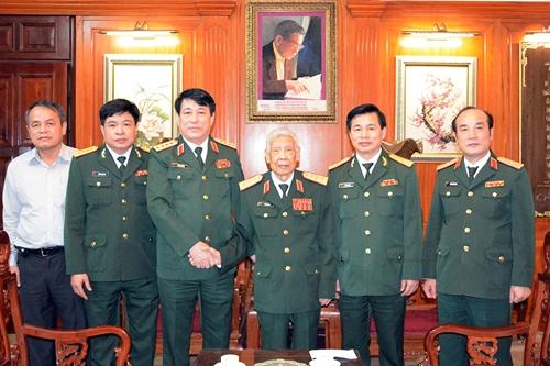 Đại tướng Lương Cường thăm, chúc sức khỏe nguyên Tổng Bí thư Lê Khả Phiêu