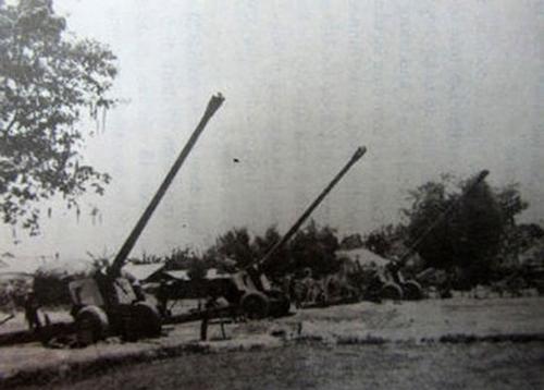 Ngày 28-4-1975, phá vỡ các khu phòng thủ, áp sát nội đô Sài Gòn