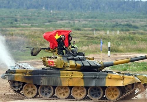 Trọng tài công bố kết quả trận bán kết xe tăng Việt Nam - Myanmar
