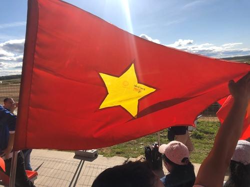 Lá cờ Tổ quốc từ Đảo Tốc Tan B tới thao trường Alabino