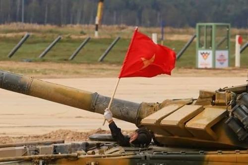 Lá cờ Tổ quốc đặc biệt dành cho Đội tuyển Xe tăng QĐND Việt Nam