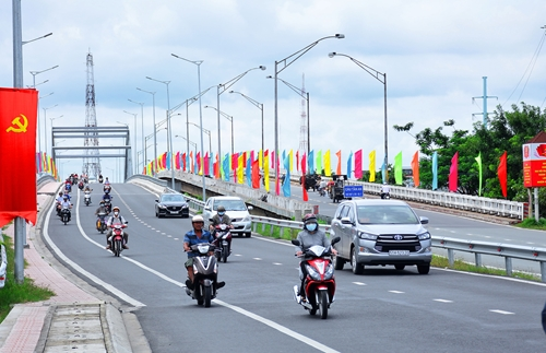 Đột phá giao thông, thúc đẩy tăng trưởng bền vững