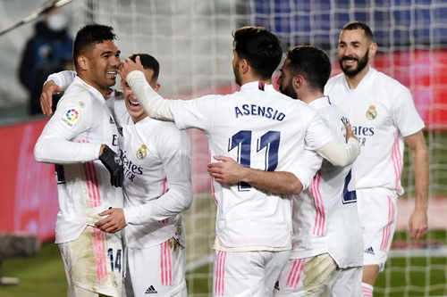 Trước vòng 16 La Liga: Liệu Real Madrid có soán ngôi đầu?