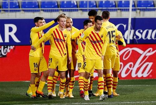 Vòng 17 La Liga: Barca thắng tối thiểu Huesca