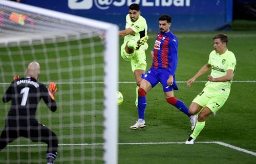 Thắng nhọc Eibar, Atletico xây chắc ngôi đầu La Liga