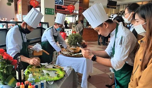 Kỷ lục 100 món ăn từ rau và hoa Đà Lạt