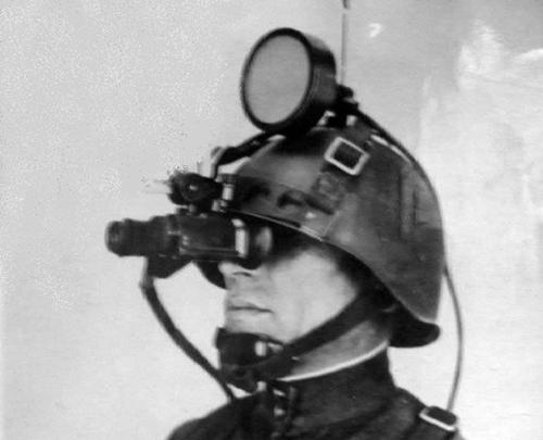 Vũ khí lạ của Hồng quân Liên Xô: Tại sao trinh sát dùng đèn pha xe tải khi di chuyển