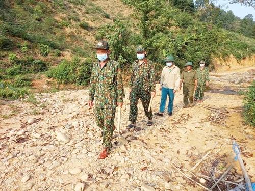 Đại úy Nguyễn Đăng Khánh Hòa cứu dân trên đường tuần tra