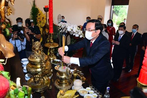 Lãnh đạo Thành phố Hồ Chí Minh dâng hương tưởng niệm Chủ tịch Hồ Chí Minh