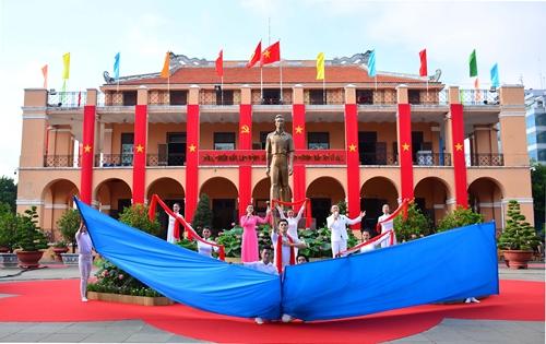 Thành phố Hồ Chí Minh tổ chức Lễ kỷ niệm 110 năm Ngày Bác Hồ ra đi tìm đường cứu nước