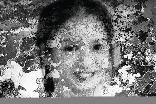 Khai quật mộ liệt sĩ thấy bức ảnh chân dung một cô gái