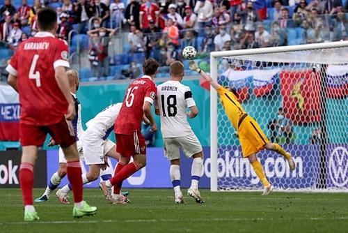 Thắng tối thiểu Phần Lan, Nga nuôi hy vọng qua vòng bảng