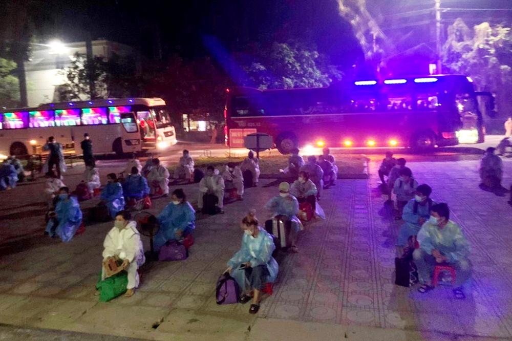 Tiếp nhận 500 công dân đến cách ly trong đêm.