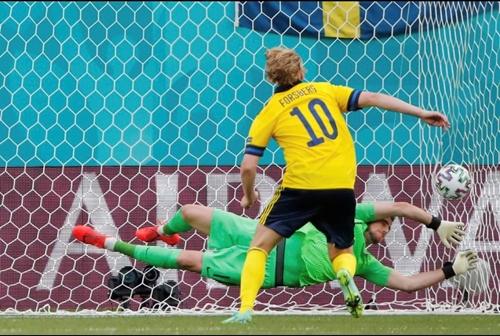 Thắng Slovakia, Thụy Điển tràn đầy  hy vọng đi tiếp.
