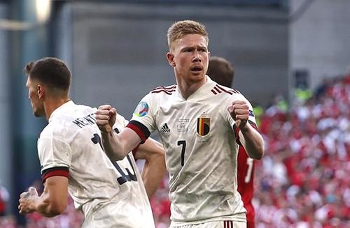 Ngược dòng thành công, Bỉ sớm giành vé vào vòng 1/8