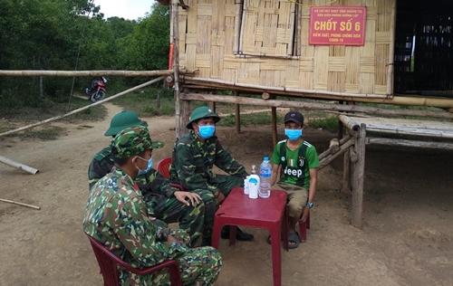 Cậu bé Vân Kiều giúp Bộ đội Biên phòng quản lý, bảo vệ biên giới, phòng, chống dịch Covid-19