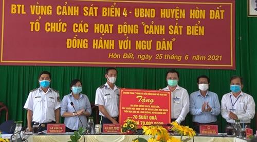 Cảnh sát biển 4 đồng hành với ngư dân huyện Hòn Đất