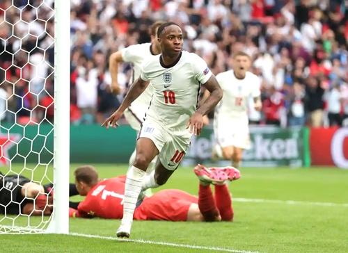 Raheem Sterling sắm vai người hùng giúp tuyển Anh giành vé vào tứ kết