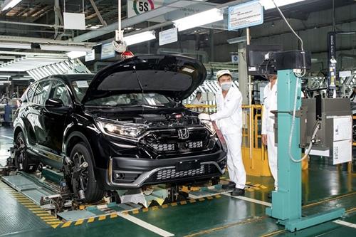 Xe ô tô sản xuất trong nước tiếp tục được gia hạn ưu đãi thuế