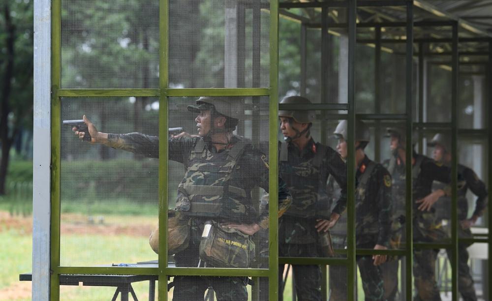 Nội dung bắn súng ngắn của các vận động viên thi đấu.