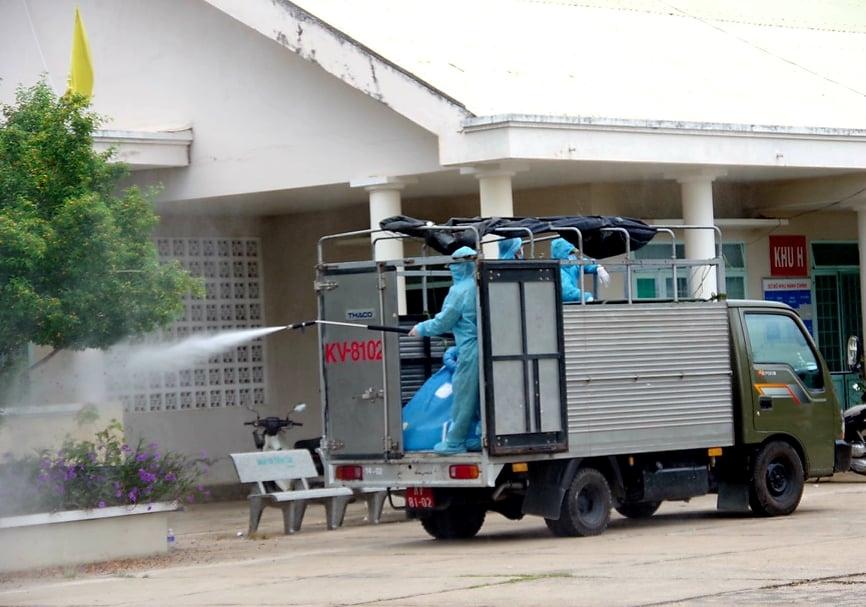 Khử khuẩn Trung tâm Y tế thị xã Ayun Pa