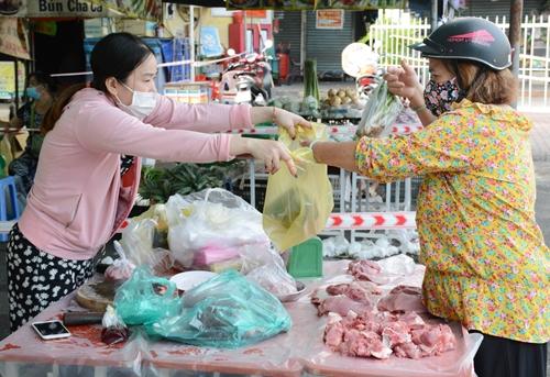 TP Hồ Chí Minh đồng loạt mở các điểm bán hàng thiết yếu tại chợ truyền thống