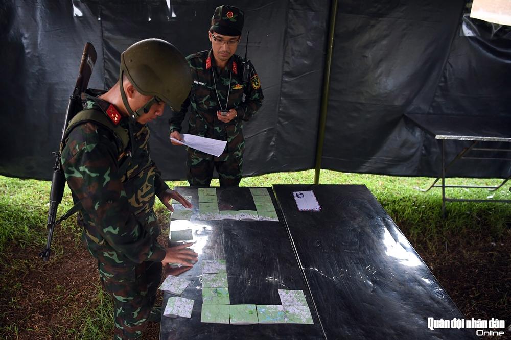 Phần thi dán bản đồ cũng là một thách thức lớn với thành viên trong đội để làm sao ghép các mảnh nhỏ thành một bản đồ hoàn chỉnh trong thời gian ngắn nhất.