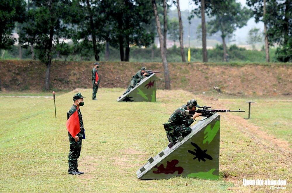 Bài bắn ở tư thế không thuận lợi với cự ly 200-500m.
