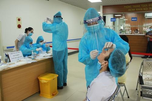 Trưa 24-7, Hà Nội ghi nhận 10 trường hợp dương tính với SARS-CoV-2