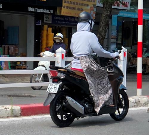 Trang phục rườm rà - nguy cơ tai nạn
