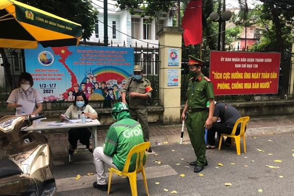 Hà Nội xử phạt hàng trăm trường hợp vi phạm quy định phòng, chống dịch