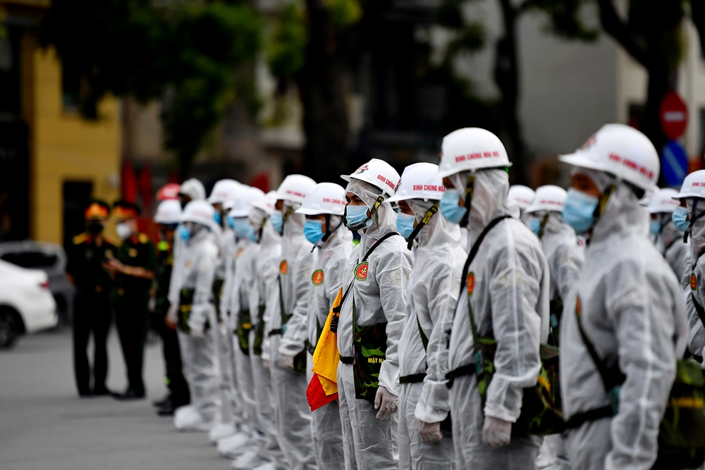 Cán bộ, chiến sĩ tham gia phun khử khuẩn đều là lực lượng có kinh nghiệm trong các lần phun phòng dịch trước đây.