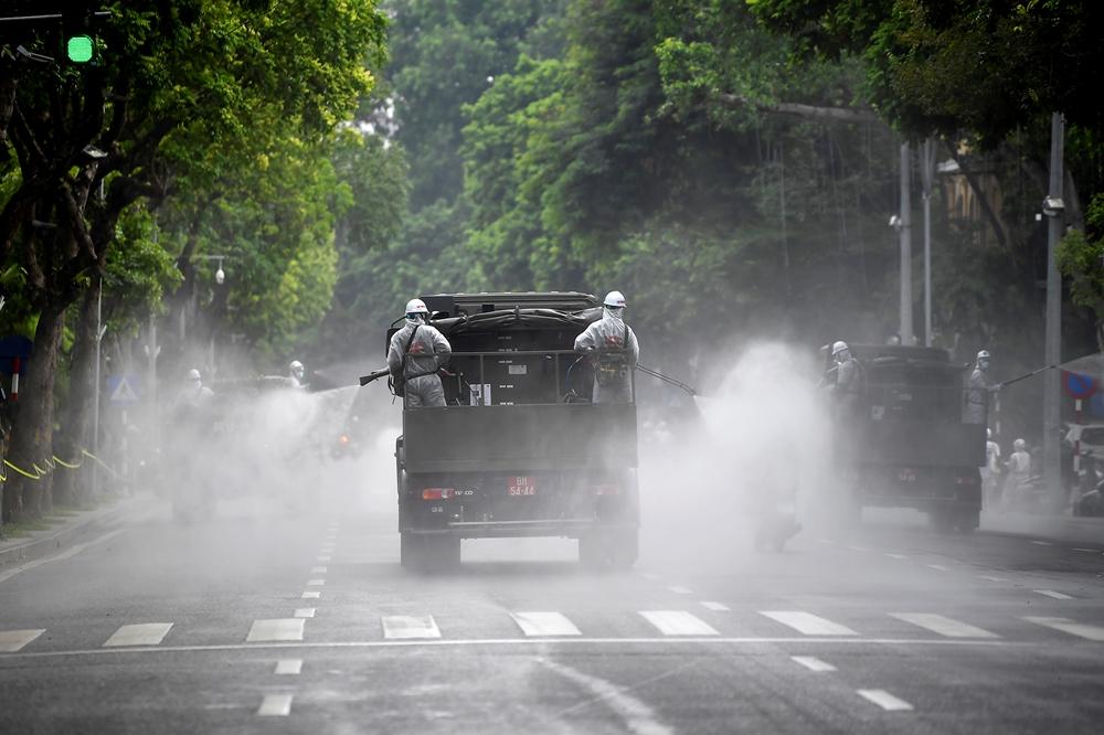 Đối với các đường lớn nhiều làn xe, để đảm bảo, các xe đặc chủng dàn xe phun đảm bảo hiệu quả khử khuẩn.
