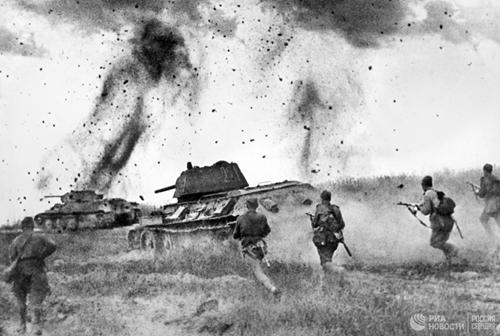 Lý do Hitler từng muốn dừng cuộc chiến sau trận vòng cung Kursk năm 1943
