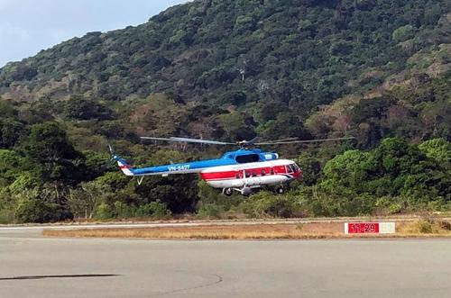 Trực thăng chở vaccine phòng Covid-19 ra huyện Côn Đảo