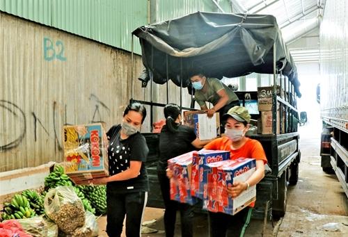 Quyên góp rau, quả hỗ trợ người dân TP Hồ Chí Minh