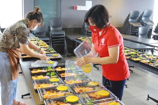 Mặt trận Tổ quốc Việt Nam hỗ trợ 1,7 triệu suất ăn cho người dân gặp khó khăn