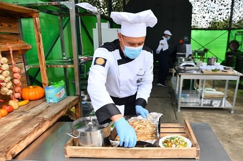 """Cuộc thi """"Bếp dã chiến"""" lần đầu tiên tổ chức ở Uzbekistan"""